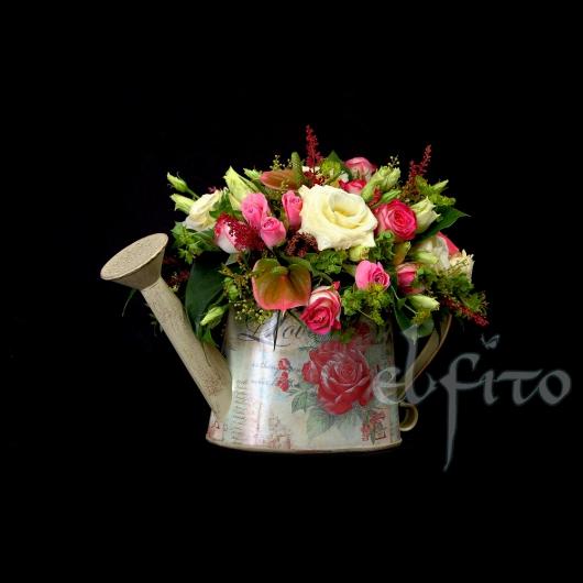 Композиция из цветов в лейке 15